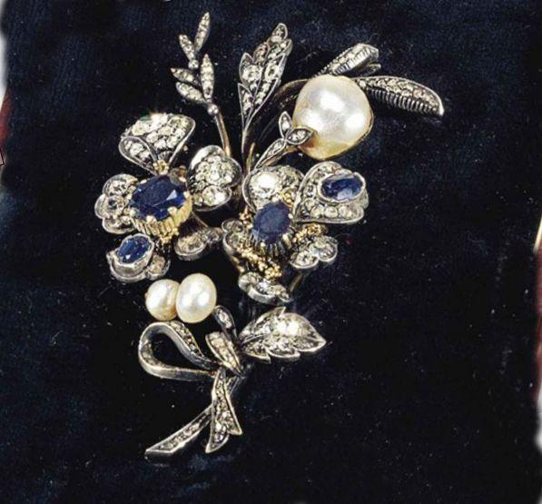 Goud, zilver, diamanten, saffieren en parels. Faberge 1910