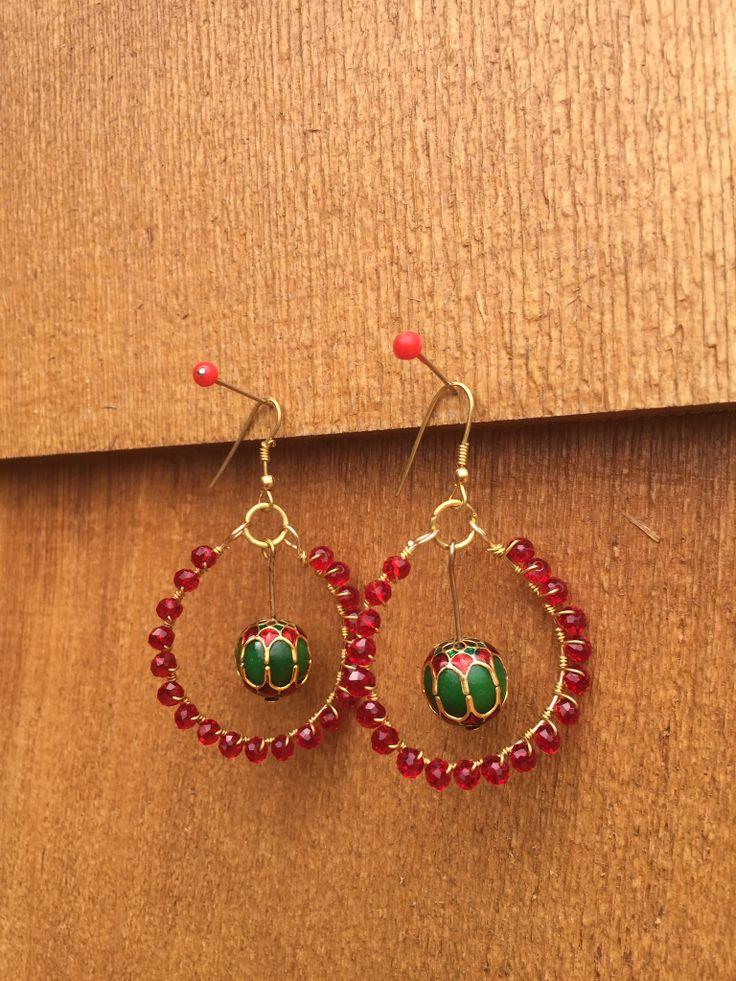 Traditional Indian style red & green earrings  Silver plated spiral necklace set #littlewildthings #handmadejewelry #soumyaprakash  #handmadeearrings #earrings #jewelrymaking
