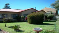 LARGE HOUSE FOR SALE IN UPPER WITPOORTJIE.  This property is in walking distance to schools and is in an immaculate condition.  Spacious kitchen - 5 garages and 5 reception areas.
