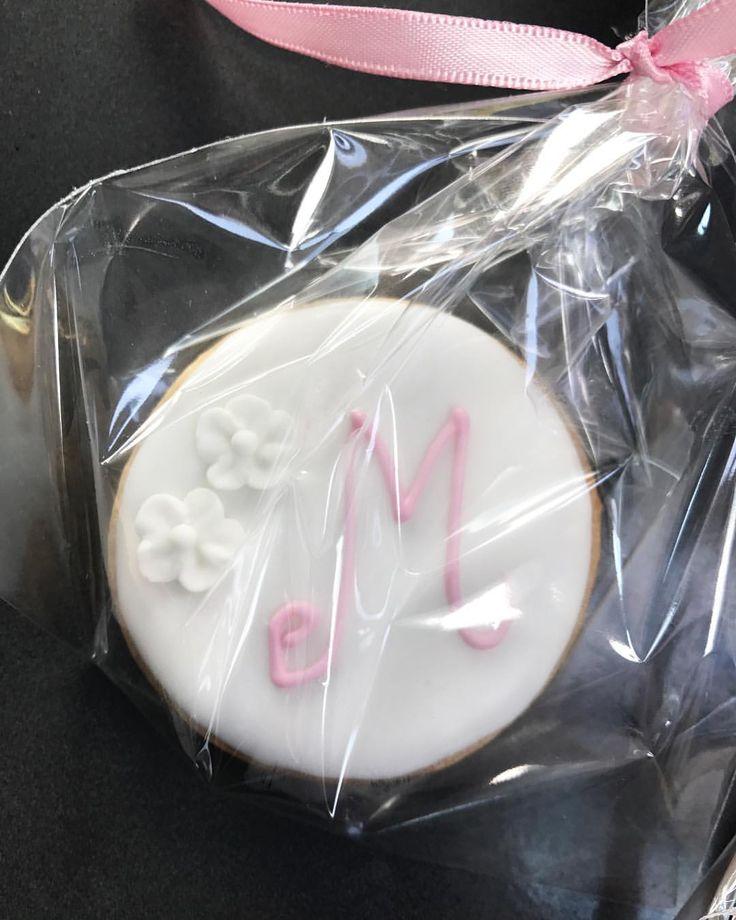 Er stadig ret vild med de her! 😍👧🏼 #slikbuffet #eventplanning #1årsfødselsdag #cupcakedecorating #cookies #cookiedecor #cakedecorating #cakes #kake #events #weddingcake #bryllupskage #bryllupsinspiration #kagebar #kagebord #slikbord #firstbirthday #babygirl #babyboy #børnefødselsdag #barnedåb