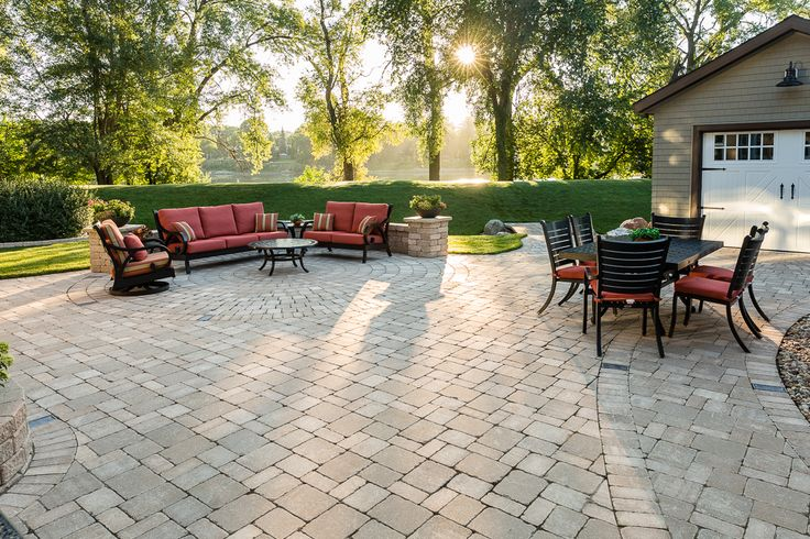 Create a monochromatic flow to your living space by combining different hardscapes in the same colour tone.
