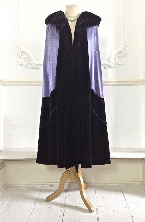 1920s Jeanne Lanvin haute couture satin and velvet opera cape