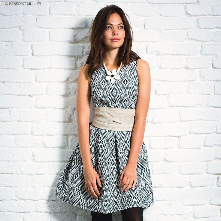 DIY-Anleitung: Ärmelloses Kleid aus Jacquard nähen via DaWanda.com