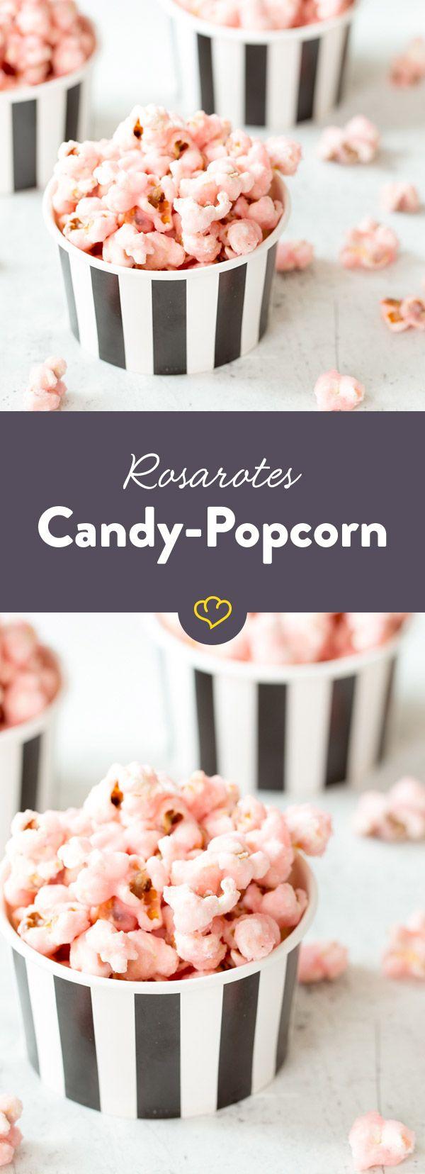 Reichlich Zucker, etwas Kochsahne und ein paar Tropfen rote Lebensmittelfarbe machen aus gewöhnlichem Popcorn einen rosaroten Knabberspaß.