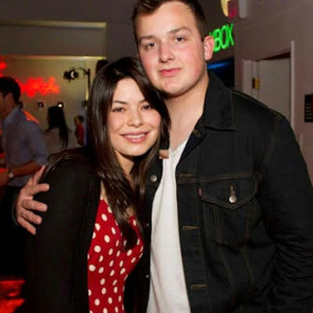 Gibby and carly Noah and miranda  @mirandacosgrove  @noahmunck #cool #carly #gibby #cutenessoverload  #princess #icarly #fans #tour #cuties #bestfriends #perfection #beauty #proudcosgroverforever #nick #teennick #nickelodeon #smile #nice #lovecutemiranda #perfection #mirandacosgrove #perfect #danschneider