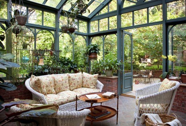 wintergarten sitzecke pflanzen bodenfliesen rattan weiss