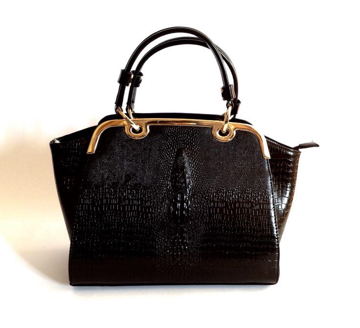 Cartera Charlotte negra.  $24.000