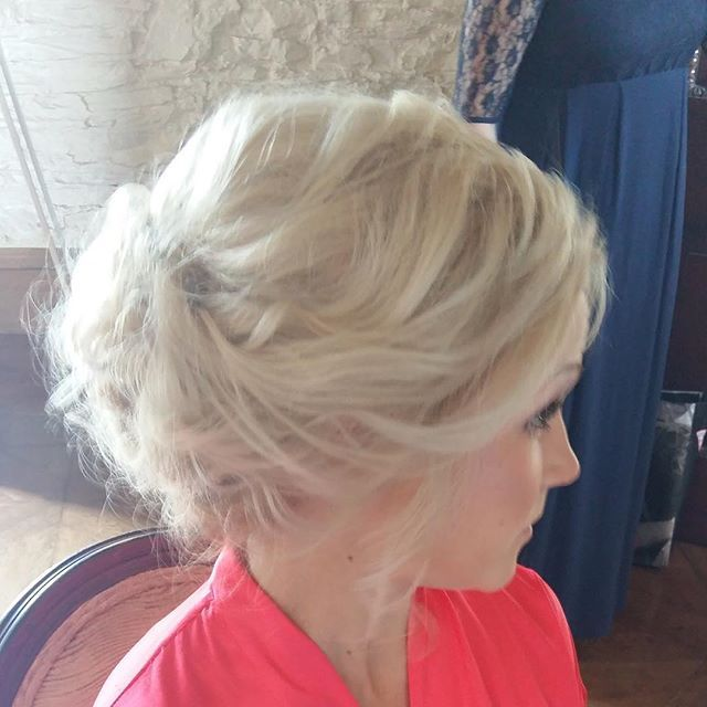 soft, texturised upstyle  www.hairbyaislinghamill.com