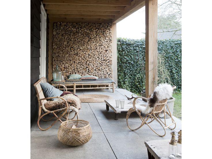 Una casa nel Nord dell'Olanda racconta piccole storie d'amore: per l'artigianato dal mondo, per i materiali naturali fragili e forti, per la luce. L'effetto? Etereo, magico, caldo
