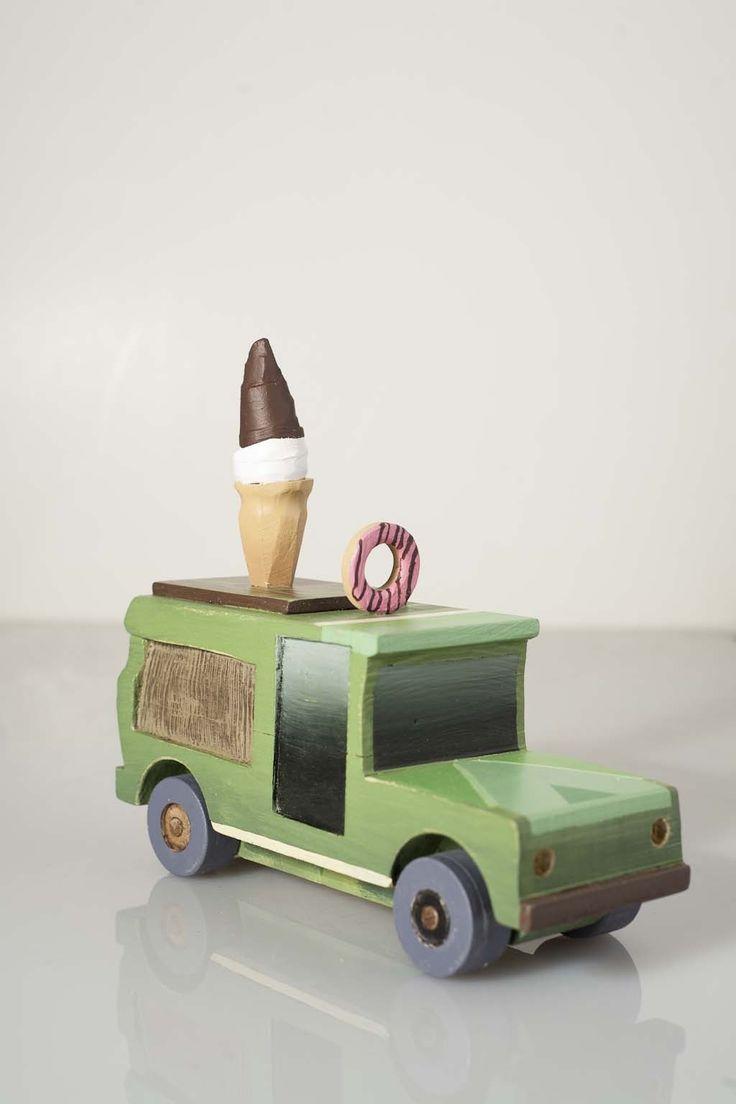 Les jouets Lafrance est un projet de David Lafrance assisté de son frère Vincent et de leur père...