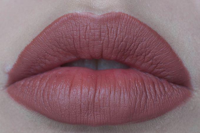 RED REIDING HOOD: www.redreidinghood.com Beauty blogger mac spice lipliner swatch close-up full lips review kylie jenner lips 10$ lip injections hack