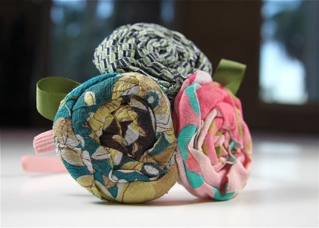 I love the fabric flower headbands that you see popping up now....but I am super picky about the way the flowers are rolled. I was determined to find a way to make them in a shabby chic style but w...