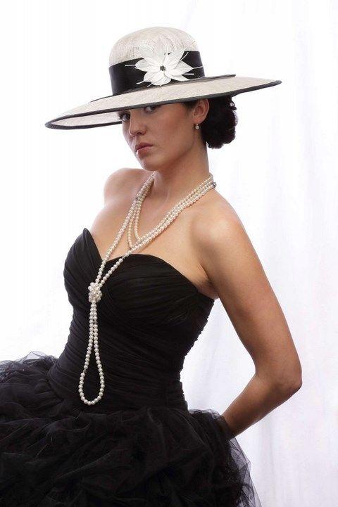 Krémovo čierny veľký klobúk K21 - Svadobný salón Valery