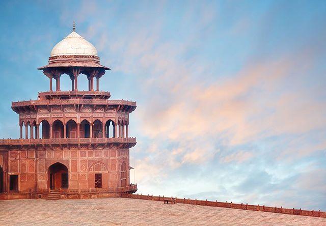 Tac Mahal'den yalnızca bir bölüm😳 İhtişamlı yapısıyla gözleri üzerine çeken bir yapının böyle detaylara sahip olmasına şaşırmamalı😍 #tacmahal #tajmahal #tower #kule #milliyet #milliyetemlak #history #india #art #hindistan #sanat #artful #mimari #architects #architechture