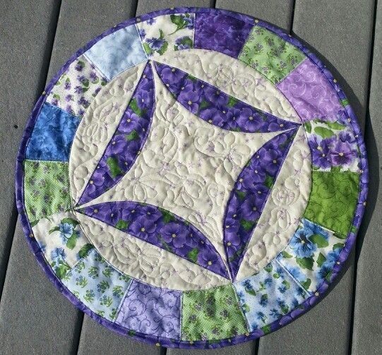 Round table topper quilts and crafts i have made for Round table runner quilt pattern