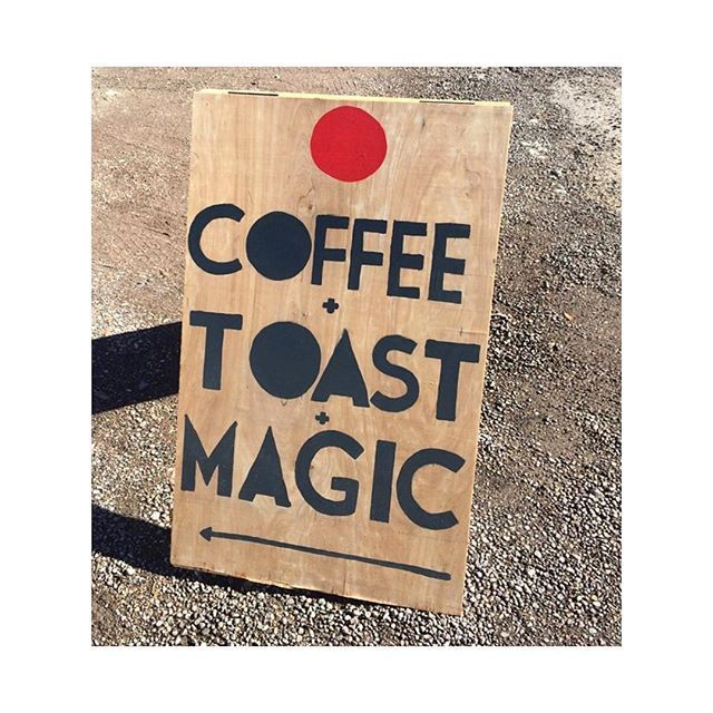 Vendredi... on commence par un GRAND café 🇬🇧 Friday ... Started with a BIG coffee  #sezane #sezaneinmarfa #sezanedenim
