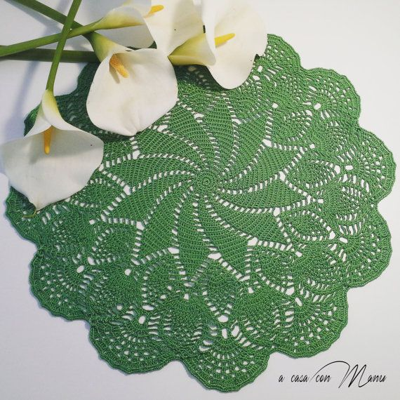 Centrino verde all'uncinetto  Green doily by Acasaconmanu on Etsy
