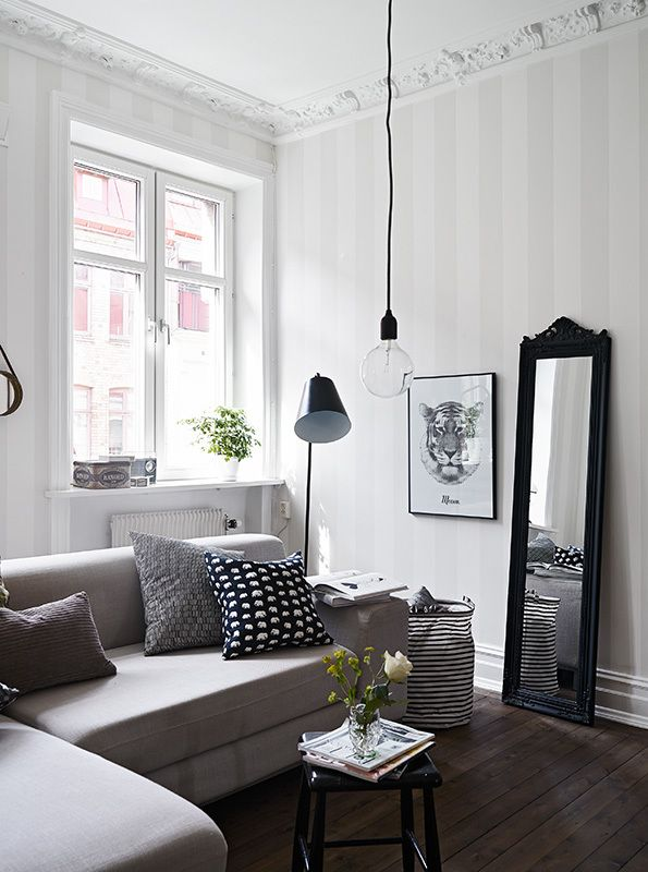 Classic white living room classic dado rail and interiordecoration for Decorating ideas for living room with dado rail