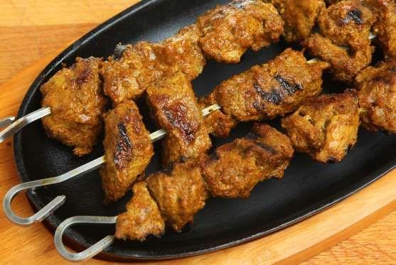 Para fazer uma marinada para seus espetinhos de frango, comece por colocar 2 colheres (de sopa) de a... - Receitas sem Fronteiras