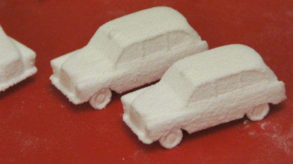 Sweet 3d printed London taxi in sugar, yum. http://3dchef.nl/2014/06/10/sweet-ride/
