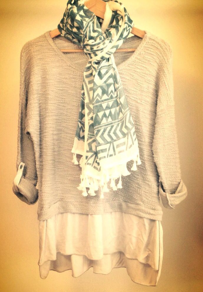 Grey sweater tunic & étnic foulard