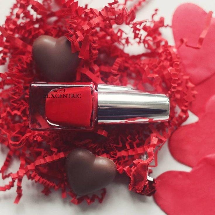🇬🇧Add some romance to your #Sunday evening with this passionate red nail polish ❤️ Who's in? #FerrieParisImIn 🇫🇷Ajoute un peu d'amour en ce #dimanche avec ce vernis rouge passion ! 💋 Qui en est ? #FerrieParisJenSuis💌