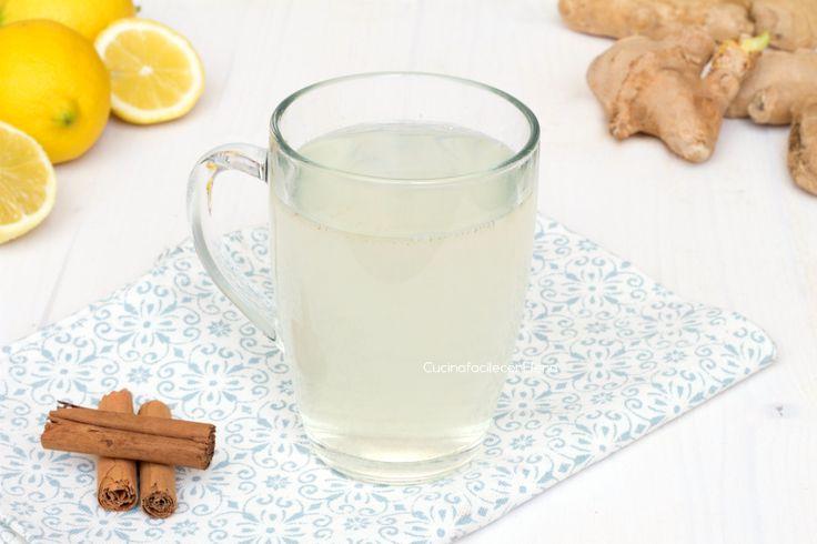 La tisana digestiva è una bevanda buonissima che favorisce la digestione, sgonfia la pancia, perfetta da preparare se ci si sente un po' appesantiti.