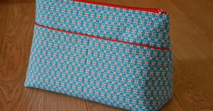 Mijn jongste zus is verleden week 20 jaar geworden. Ze kreeg van mij een tas als cadeau. Daarnaast lagen er nog 2 cadeaus voor haar te wach...