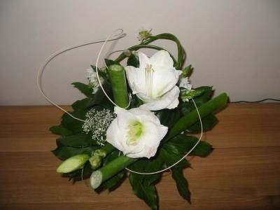 Id es de d coration de mariage vert blanc for Composition florale exterieur hiver