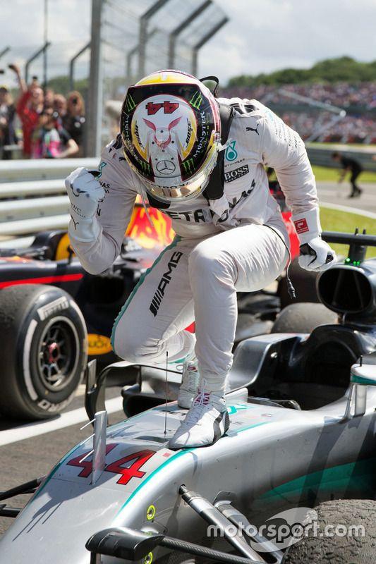 Race winner Lewis Hamilton, Mercedes AMG F1 W07 Hybrid celebrates parc ferme, GP da Grã-Bretanha - Fotos Fórmula 1