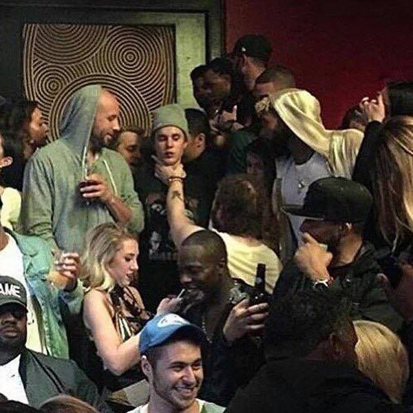 This picture of Justin Bieber getting choked at a nightclub looks like a Renaissance painting.