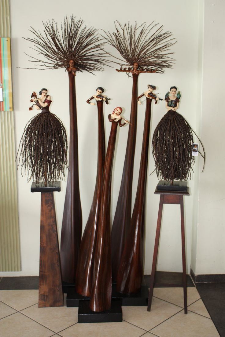 Audrey Rudnick's sculpted Pod People and Skirt People made from leaves and strands of palm trees - Patent 2002/8874