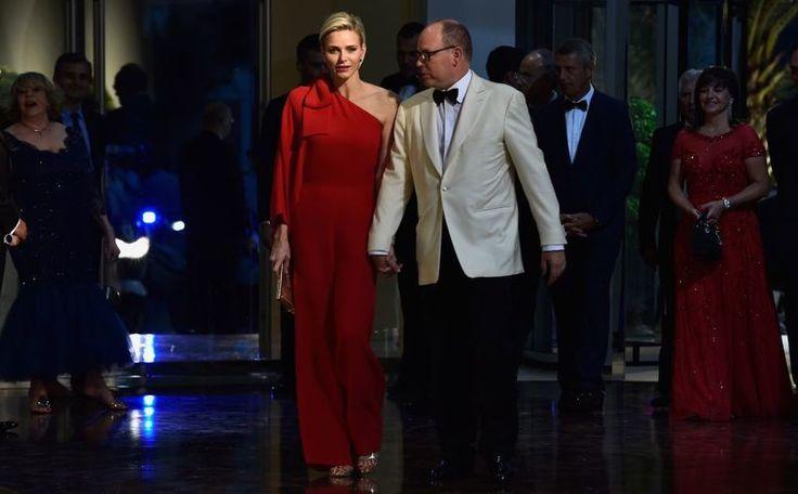De stijlevolutie van prinses Charlene: van badpak naar Valentino...