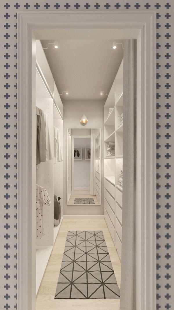 Closet corredor com tapete geométrico
