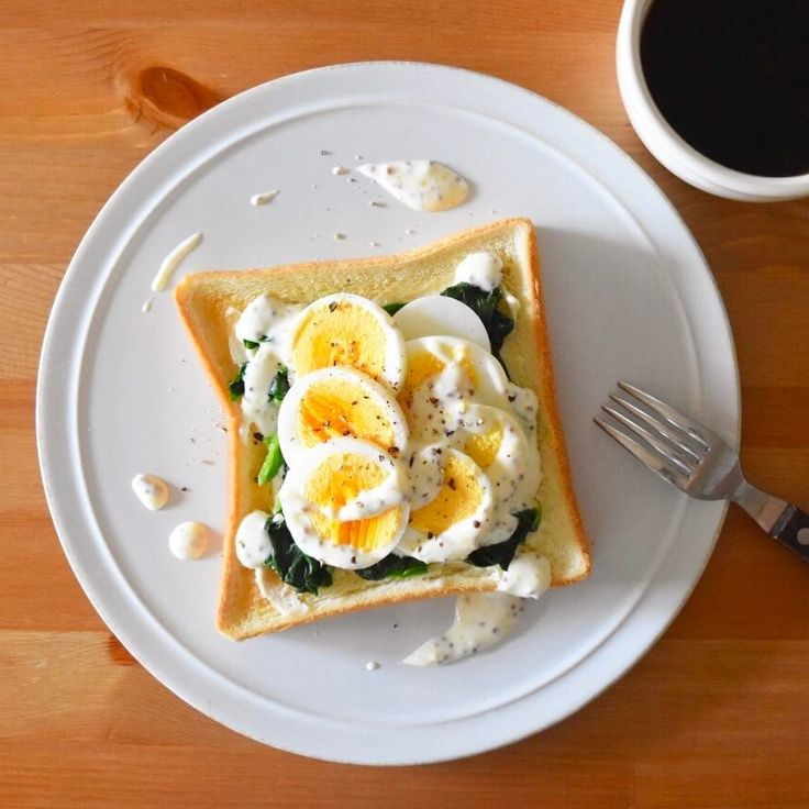 Today's breakfast. Spinach and boiled egg toast. ほうれん草と卵のトースト。本当はポーチドエッグにしたかったけど、お湯を沸かすのもなんか面倒で。せめて半熟のゆで卵にすればよかったな。か、ベーコンを足すか。