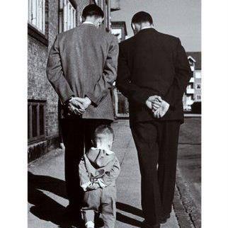 """""""Le meraviglie della vita quotidiana sono emozionanti. Nessun regista cinematografico sarebbe capace di comunicare l'inatteso che si incontra per le strade.""""  Robert Doisneau"""