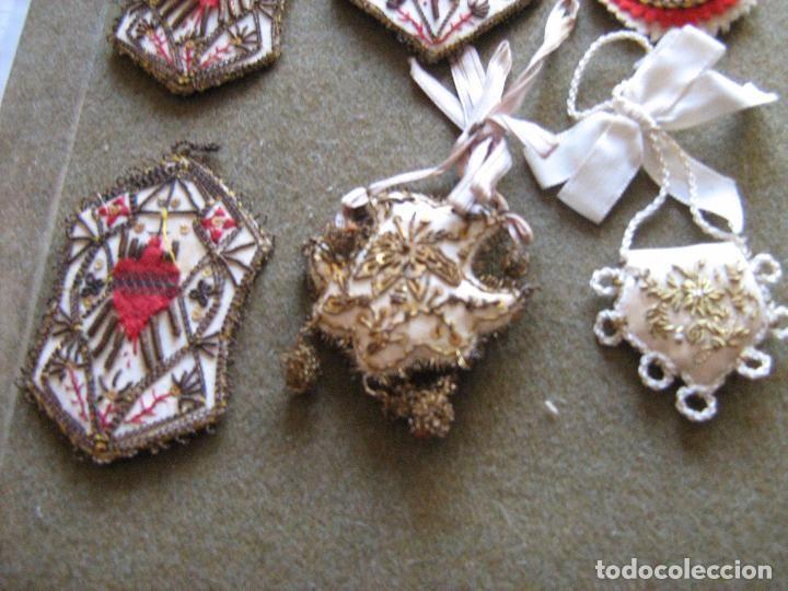 Antigüedades: LOTE DE ESCAPULARIOS ESCAPULARIO DETENTE BORDADOS A MANO EN HILO DORADO EPOCA DE LA GUERRA CIVIL - Foto 4 - 61721372