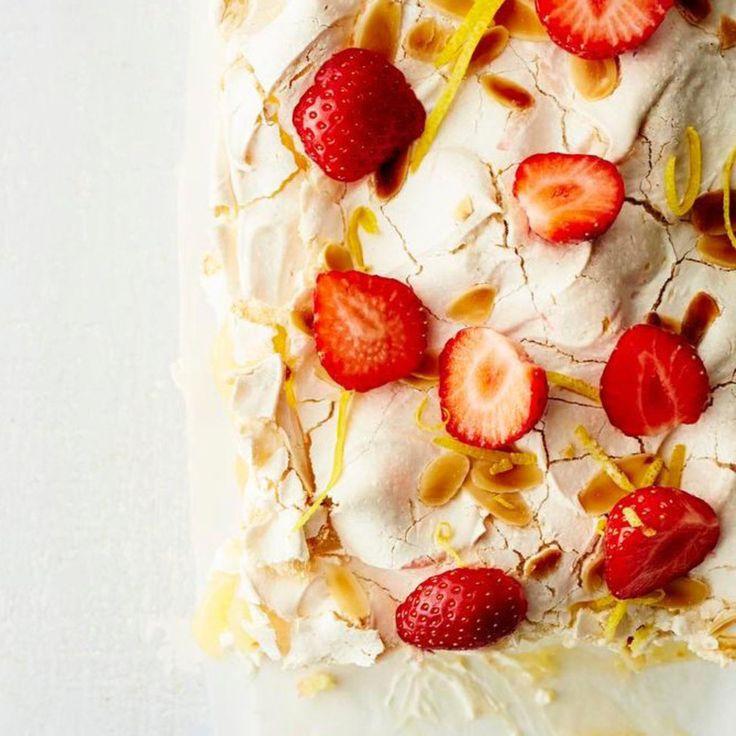 Kun mansikan ja marengin seuraan liittyy vielä sitruuna, ei parempaa kakkua voi kuvitellakaan.