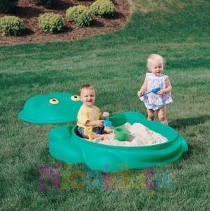 Vara se apropie si majoritatea parintilor aleg pentru copiilor jucarii gonflabile pentru ca sunt usoare, practice si rapid demontat. Acestea pot sa fie asezate in curte sau pot sa fie luate in bagajul de vacanta pentru ca sunt usor de transportat. Pe piata se gasesc intr-o mare varietate de modele si multe dintre ele sunt imprimate cu personajele preferate ale copiilor din ziua de azi.