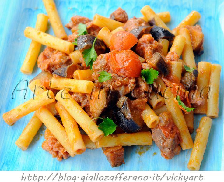 Pasta con salsiccia e melanzane ricetta veloce, ricetta semplice e saporita per pranzo o cena, pasta con melanzane, primo facile con verdura, ziti con salsiccia