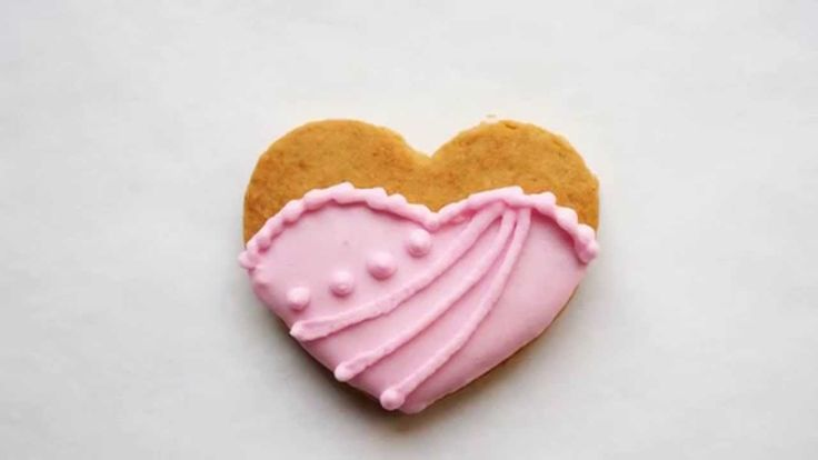 How to decorate a Mini Heart Dress Cookie Tutorial