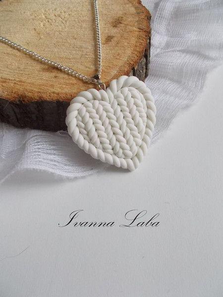 Winterliche Kette mit gestricktem Anhänger, Kette mit Herz / heart shaped necklace with knitted heart made by FloralModelling via DaWanda.com