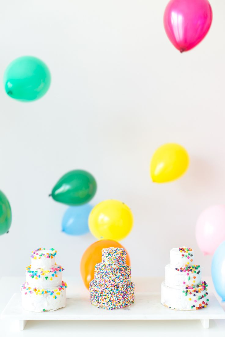 How To Make Mini #Birthday #Cakes www.kidsdinge.com    www.facebook.com/pages/kidsdingecom-Origineel-speelgoed-hebbedingen-voor-hippe-kids/160122710686387?sk=wall         http://instagram.com/kidsdinge #Kidsdinge