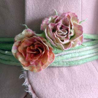 Ulrike Ay - Textile Kunst - Blütenranken::