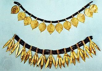 Jewelry taken from Queen Puabi's tomb at Ur in ancient Sumeria, 3rd millennium BC.  The various pieces could be arranged in several different ways, as necklace or crown #historicjewelry