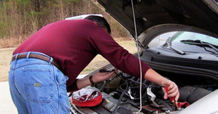 ¿Cuánto tarda la batería de un auto en cargarse?. Debes tener en cuenta muchas variables antes de determinar cuánto tarda una batería de coche en recargarse. La batería necesita tener amperios de arranque en frío suficientes para encender el motor cuando la llave de encendido es activada. Las baterías están diseñadas para durar cinco años o menos (dependiendo de la calidad y garantía) en ...