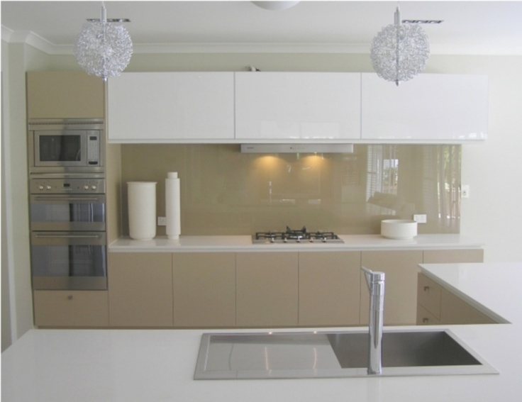 Glass splashbacks for kitchens and bathrooms –best prices