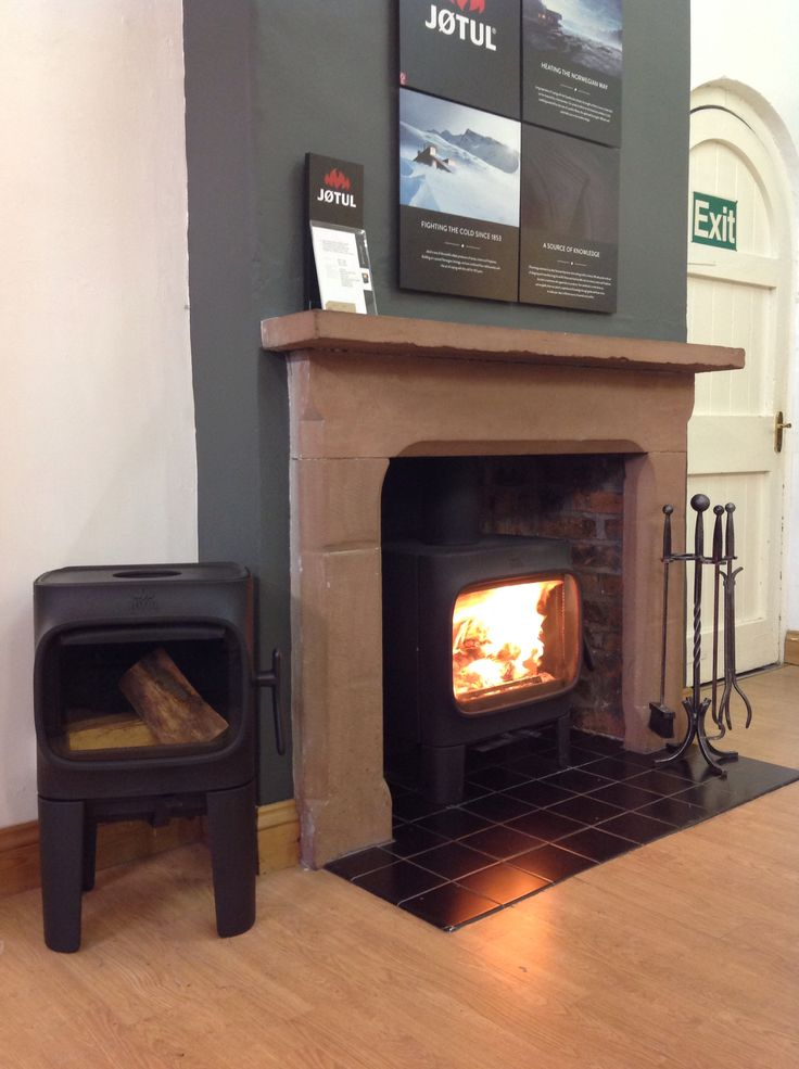 Our jotul F305 roaring away with its little baby the F105 beside it