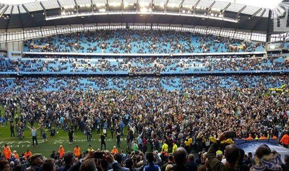 جماهير مانشستر سيتي يقتحمون ملعب الاتحاد بعد نهاية المباراة أمام سوانزي Dolores Park Park Travel