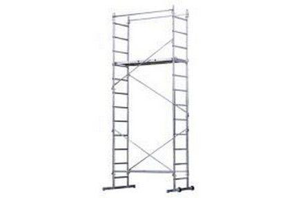 Hauteur de l'échafaudage 4,00 m maxiMatière : Structure en aluminium. Plateau en bois antidérapant.Charge utile maxi : 150 kg.Hauteur de travail maxi : 4,70 m.Dimensions du plateau : 130 x 46 cm.Hauteur du plateau maxi : 2,50 m.Nombre de hauteurs de travail : 8 au pas de 25 cm3 échelles de 2 m et 2 de 1m permettent de faire différents montages (mise en place dans un escalier)Encombrement de l'échafaudage : 1,47 x 0,67 (1,10 avec les stabilisateurs)Plateau de travail avec trappe